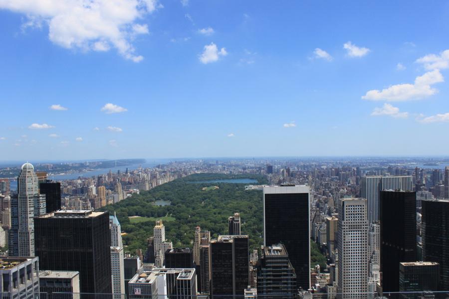 Utsikt från Top of the Rock (GE Building, Rockefeller Center) på Manhattan, New York. Vy norrut, mot Central Park.