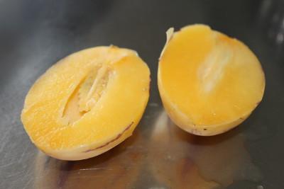 Öppen pepino, delad på mitten